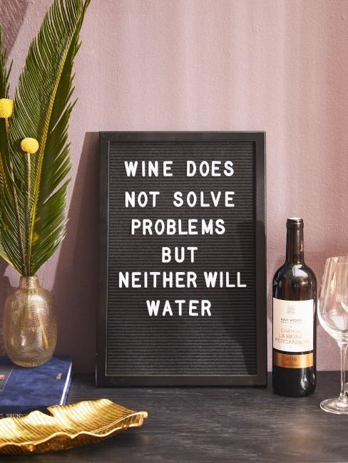 Trinkspruch Letterboard Weinflasche Glas