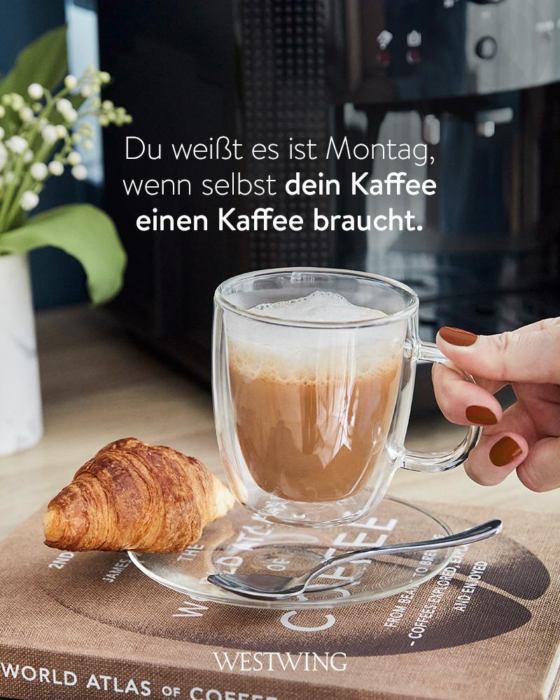 Kaffee mit Croissant und lustigem Kaffee Spruch Montag