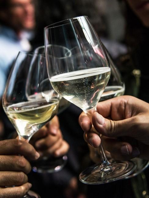 Trinksprüche zum Anstoßen mit Wein