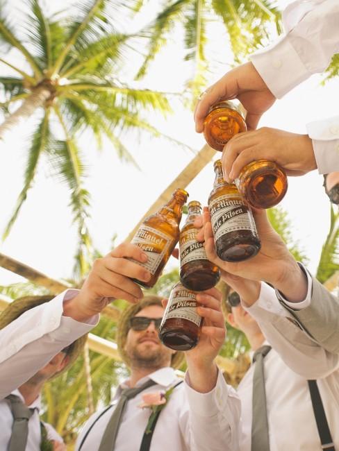 Trinksprüche zum Anstoßen mit Bier bei Junggesellenabschied