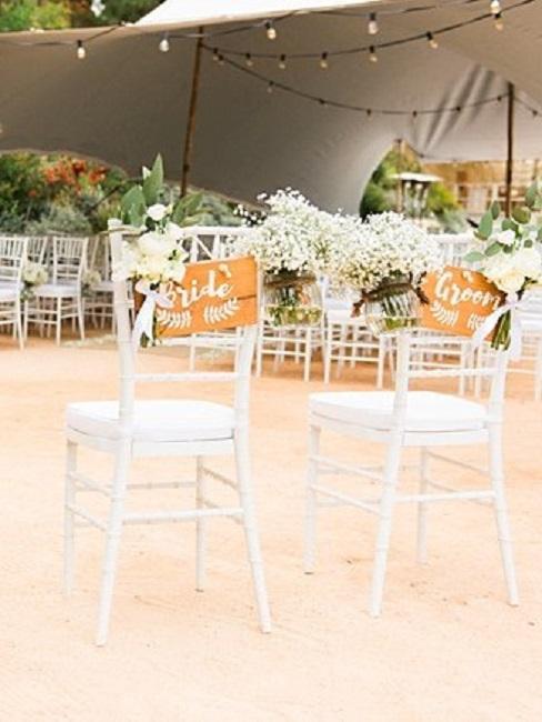 Hochzeitslocations Amante Ibiza Stuehle Brautpaar
