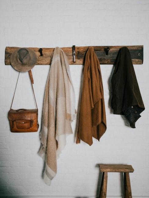 Rustikale DIY Garderobe aus Altholz