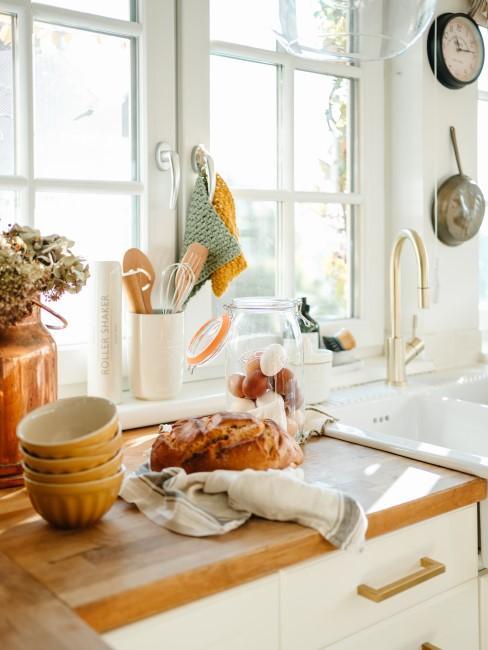 Landhausküche mit bunten Highlights
