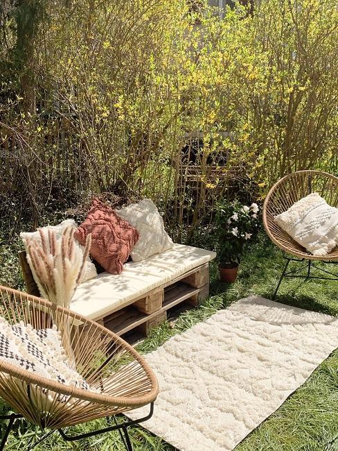 Palettensofa Boho Style im Garten