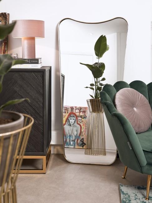 Großer Spiegel im Art Déco Wohnzimmer