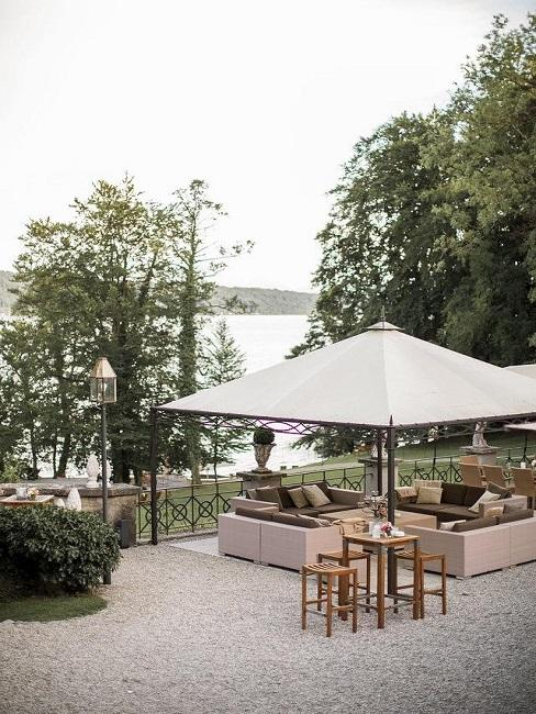 Hochzeitslocations Weddyplace imposante Location Lounge See