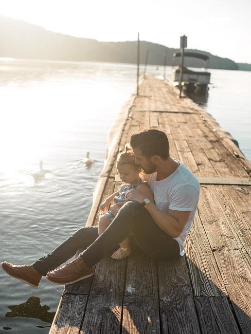 Urlaub mit Baby Vater Steg See