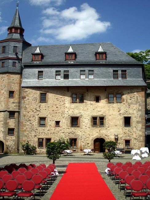 Hochzeitslocations Schloss Romrod aussenansicht Trauung