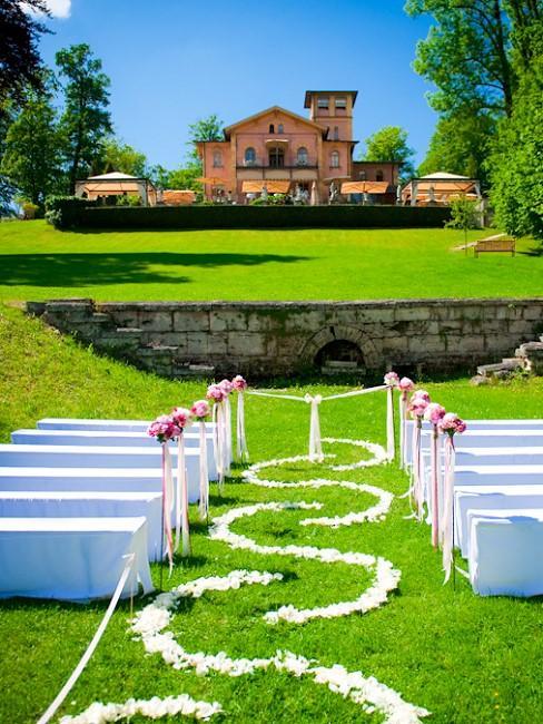 Hochzeitslocation Weddix La Villa Starnberger See Aussenansicht Trauung