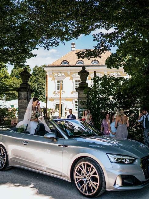 Hochzeitslocations Bamberger Haus Aussenansicht Empfang Hochzeitsgesellschaft