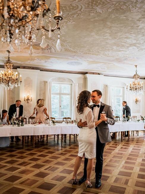 Hochzeitslocations Bamberger Haus Saal Feier Tanz Brautpaar
