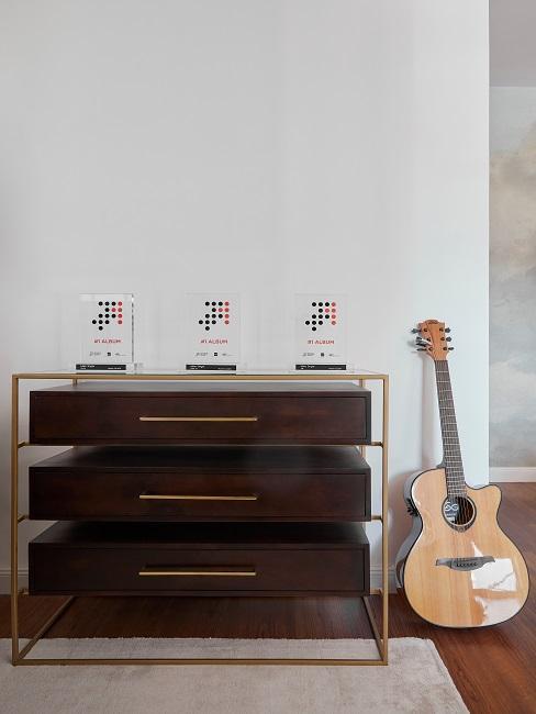 Mike Singer Studio Gitarre Sideboard
