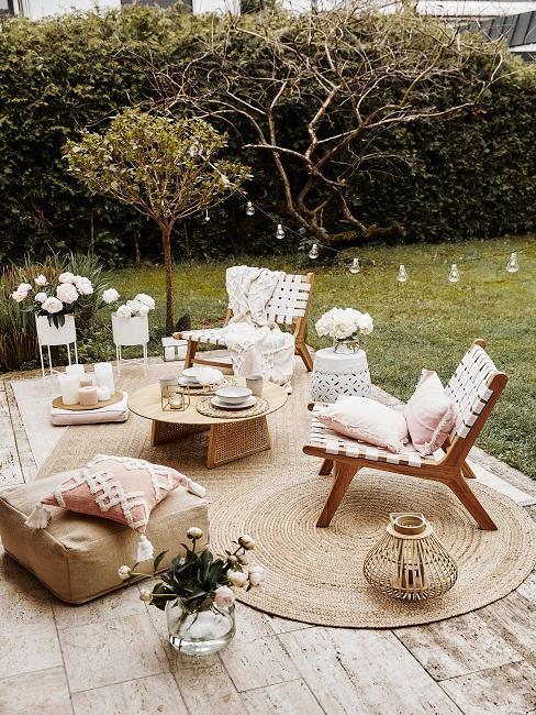 Holz Lounge Chairs auf Terrasse