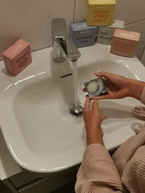 Festes Shampoo Festes Duschgel Wonderbar Waschbecken nass machen