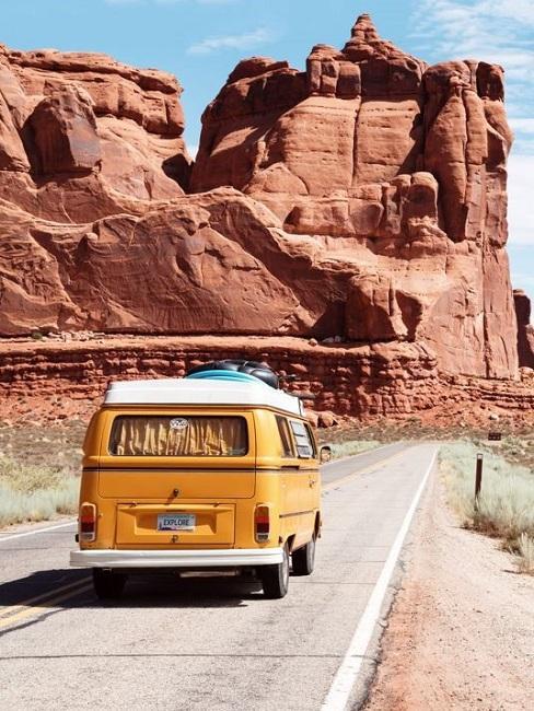 Roadtrip Bus Berge Straße