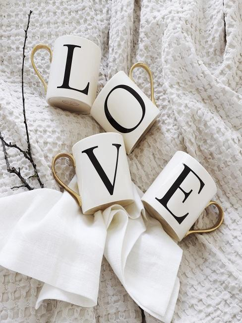 Love Tassen als Geschenk zum Jahrestag