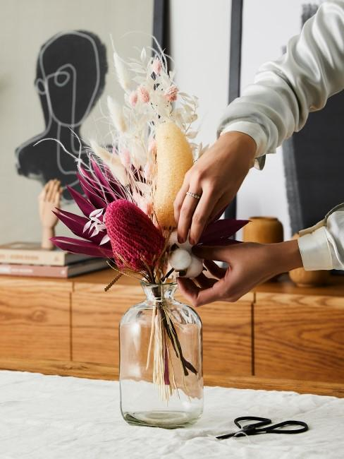 Trockenblumen in Beige und Pink