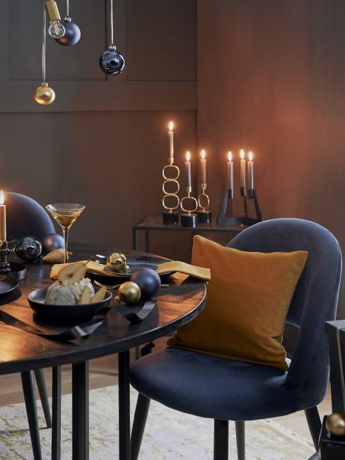 Elegantes Esszimmer mit Ocker
