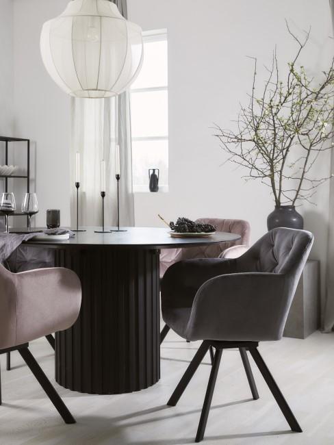Elegantes Esszimmer in Grau und Rosa