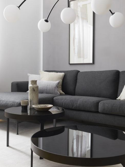 Couch in der Farbe Anthrazit