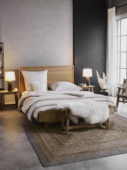 Boho Schlafzimmer mit dunkelgrauer Wand