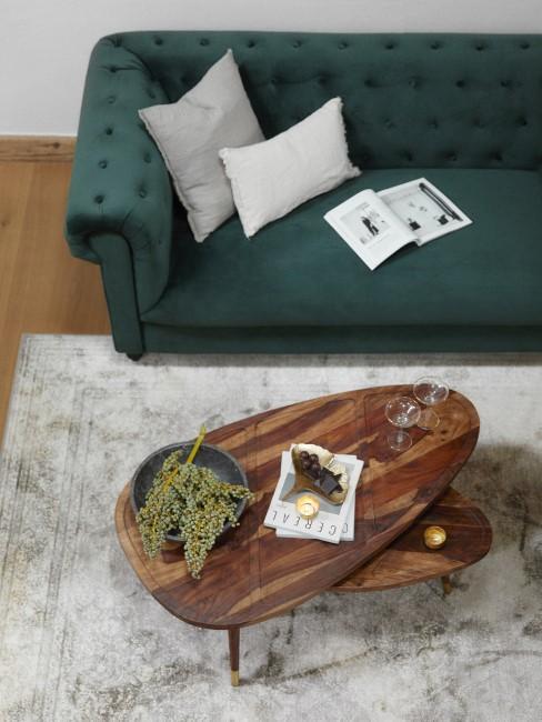 Waldgrüne Couch im Wohnzimmer