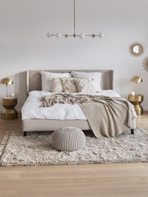 Graubraune Einrichtung im Schlafzimmer