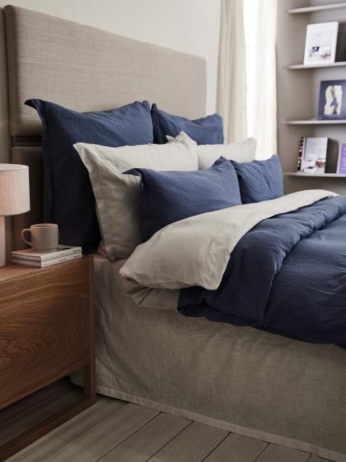 Blau und Grau im Schlafzimmer kombinieren
