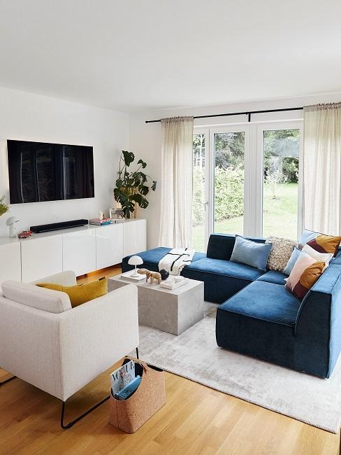 Verena Prechtl Wohnzimmer Sofa Ecke Fernseher