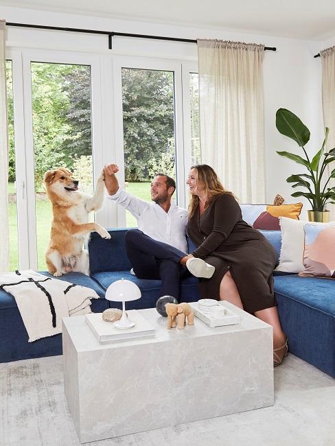 Verena Prechtl Wohnzimmer Sofa Freund Hund