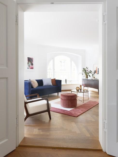 Trendfarbe Royalblau im Wohnzimmer