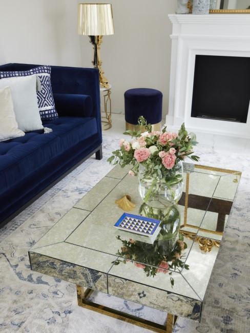 Elegantes Wohnzimmer mit Kamin