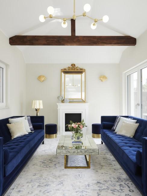 Royalblaue Sofas im Wohnzimmer
