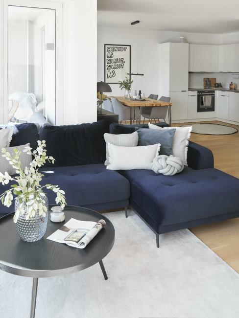 Modernes Wohnzimmer in schlichten Farben