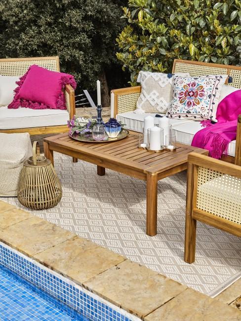 Terrasse mit Details in Magenta