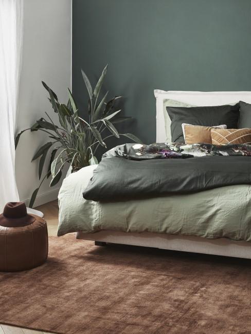 Schlafzimmer in Grün und Braun