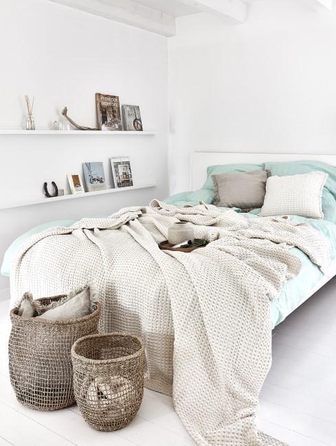 Schlafzimmer in Weiß und Mint