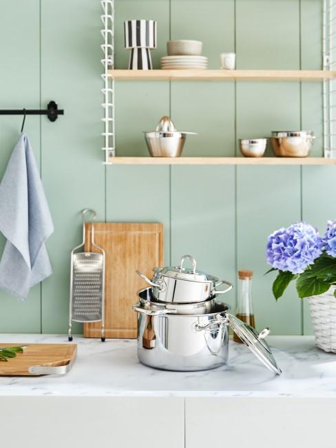 Küche mit mintgrünem Anstrich