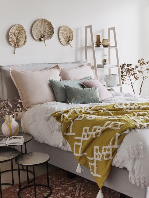 Boho Schlafzimmer mit Gelb