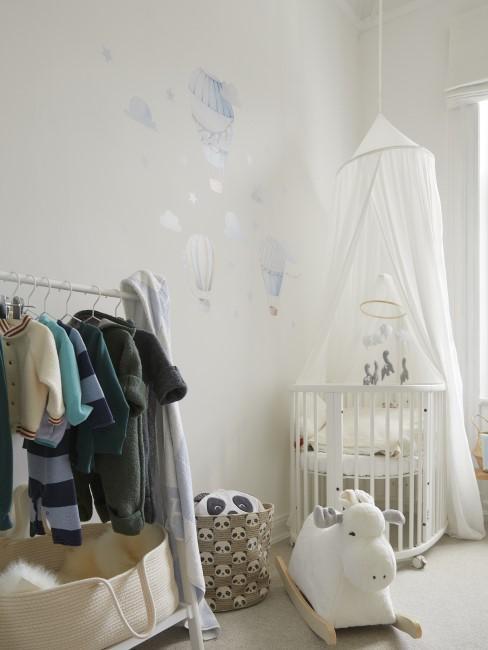 Babyzimmer in der Farbe Weiß