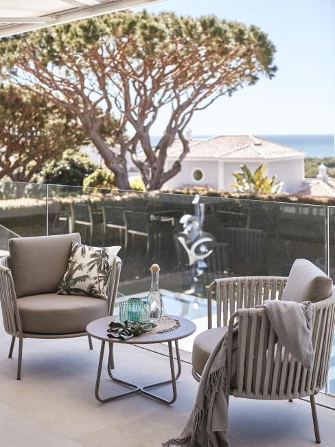 Modern Wohnen mit grauen Gartenmöbeln