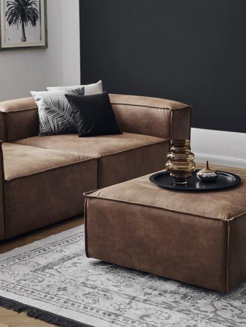 Couch in braunem Leder