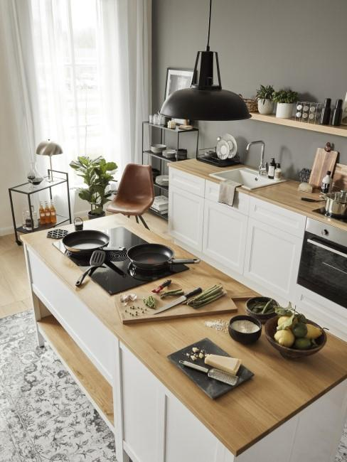 Küche im Industrial Style mit dunkler Wand