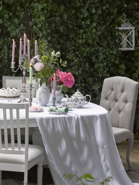 Cottage Garten in Weiß