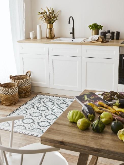 Küche und Esszimmer im mediterranen Stil