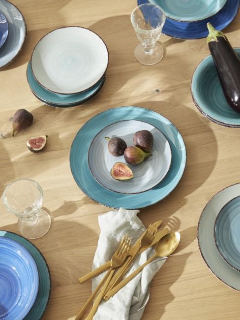 Keramikteller in Blau