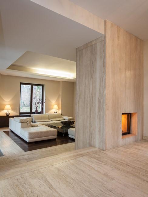 Wohnzimmer mit Boden und Wand aus Naturstein