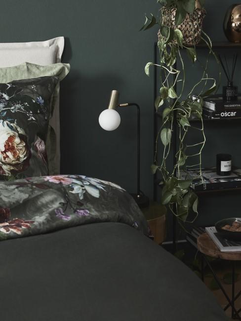 Dunkle Wandfarbe im Schlafzimmer