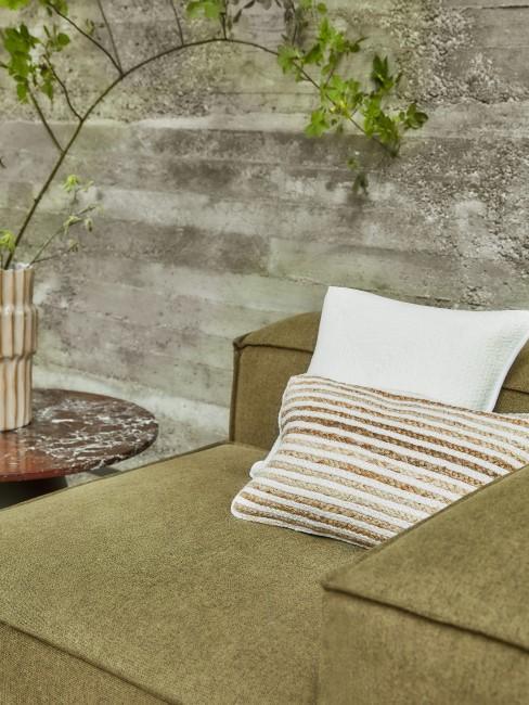 Khaki als Farbe für das Sofa