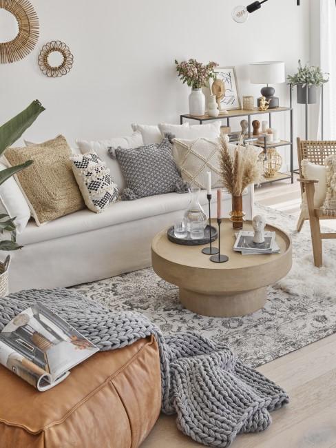Sandfarben, Grau und Braun im Wohnzimmer
